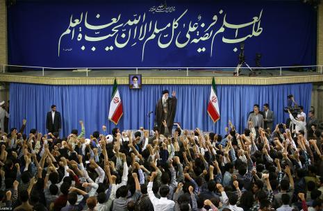 عصبانیت از نفوذ ایران علت بمباران یمن؛ از این عصبانیت بمیرید/ مبارزه با استکبار تعطیلپذیر نیست، برای ادامه مبارزه آماده شوید/ کسانی که حوادث سال ۸۸ را بهراه انداختند قابل اطمینان نیستند